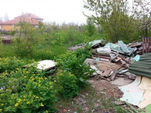 Почистване и извозване на боклуци от двор или градина